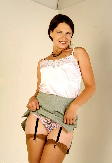 Good looking mature mom poses01